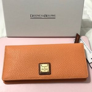 BNWT DOONEY & BOURKE APRICOT WALLET